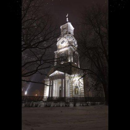 baznīca ziemā
